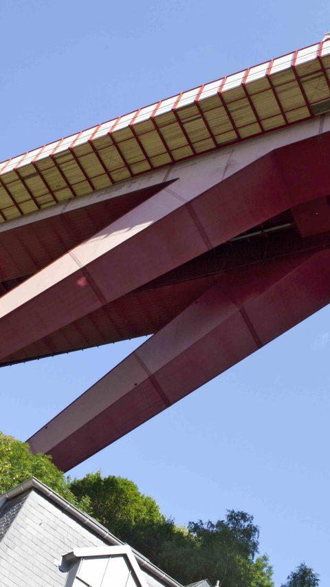 construction_infrastructure_pont_rouge_bridge.jpg